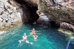 10_durch_die_Grotte_schwimmen